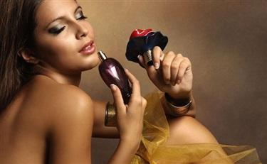 香水居然有9种香型 有的闻起来还很好吃?