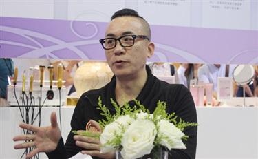 我们和CMM国际集团的创意总监聊了聊 问了问他对于大虹桥美博会的看法