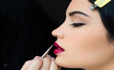 这家虚拟试妆的公司想要你在脸书的对话框里买口红