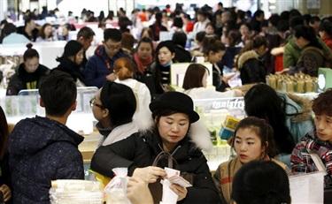 日电子产品失宠 中国赴日游客青睐买化妆品