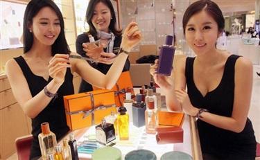 香水消费者的消费习惯是偏好购买用过的香水