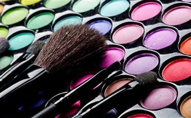 过去一年,雅诗兰黛旗下卖得最好是彩妆和海蓝之谜