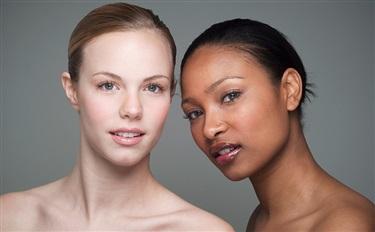 我们以白为美 西方人却迷上美黑 浅谈肤色观念与化妆品