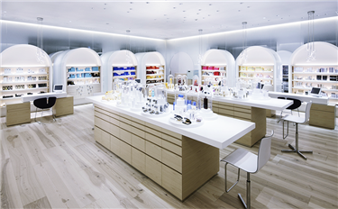 在消费升级、电商、价格战等多重夹击下,化妆品专营店会被淘汰吗?