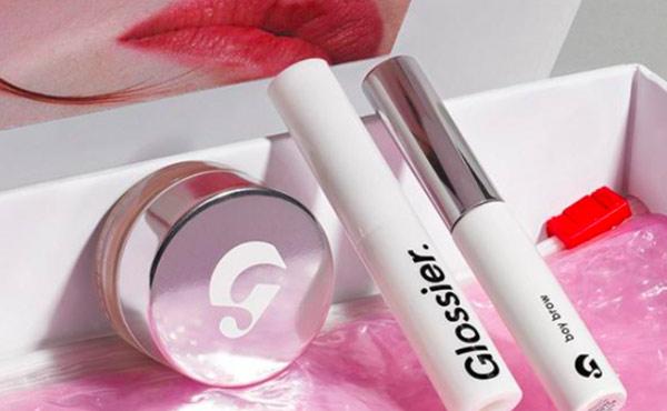 从美妆博客到 4亿美元估值,揭秘互联网美妆品牌Glossier的崛起之路