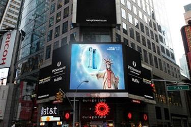 哪家化妆品品牌在感恩节当天荣登纽约时代广场大银屏?