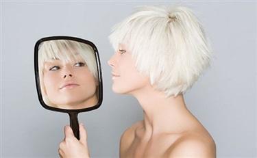 美宝莲推出这个叫In的美妆平台 背后是什么应用?