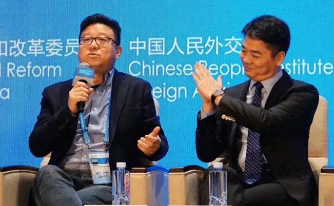 丁磊向左,刘强东向右