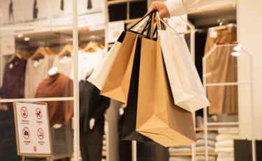 """2019年国人""""买买买""""的关键词: 消费分级、""""小镇青年""""和下沉市场"""