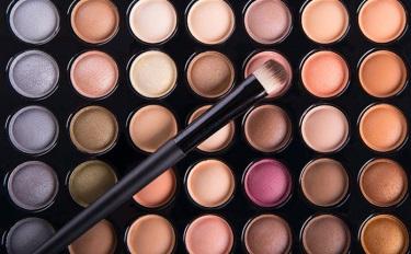 国货美妆崛起背后:线上内容社交铺路,线下新零售探路