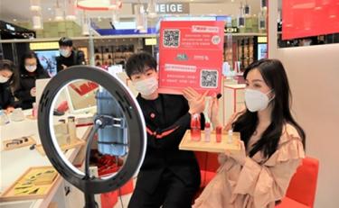 """疫情下上海商场试水""""直播购物""""新模式"""