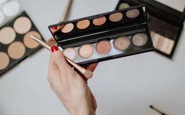 卡姿兰小奥汀抢眼,彩妆套装化妆刷遮瑕出彩 | 4月彩妆数据