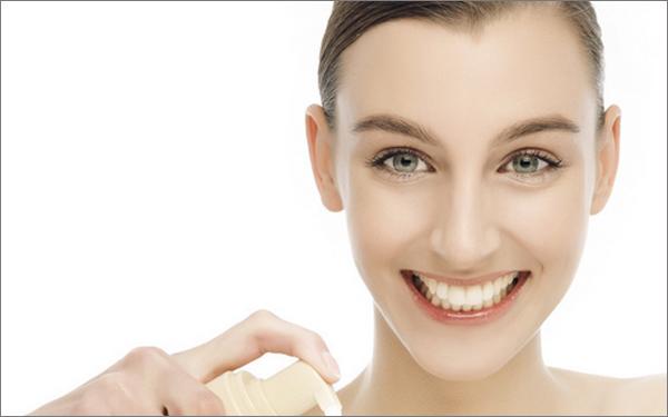 者现在的护肤步骤比过去更加复杂,比如护肤就至少要经过洗面奶,调理水