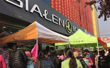 缩影:开业当天吸引上千人进店,看县城化妆品店的生存之道