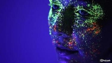 【谣言粉碎机】紫外线灯照下 有荧光现象的化妆品都有毒