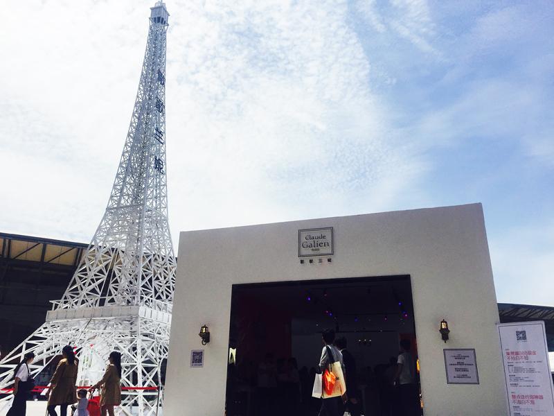 """贴心的歌歌兰妮更是将法国埃菲尔铁塔搬到了CBE上,作为CBE""""最高馆"""",歌歌兰妮同时也创下了美博会21年的""""最高""""纪录。来往路人仰望的不只是塔尖,更是歌歌兰妮国际化顶级香氛的态度。"""
