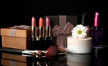 干货:朋友圈拉走那么多顾客,化妆品实体店该如何应对?