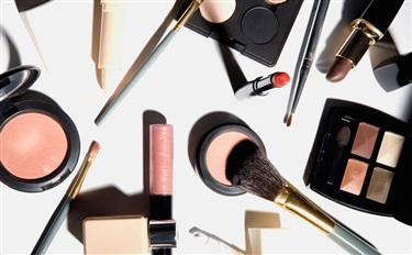 """全球资讯015:专为""""男性""""创立的彩妆品牌首发新品/欧莱雅将推出纯植物染发剂新品牌……"""