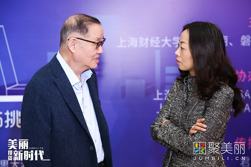 合影后,叶巍岭与葛文耀交谈甚欢。