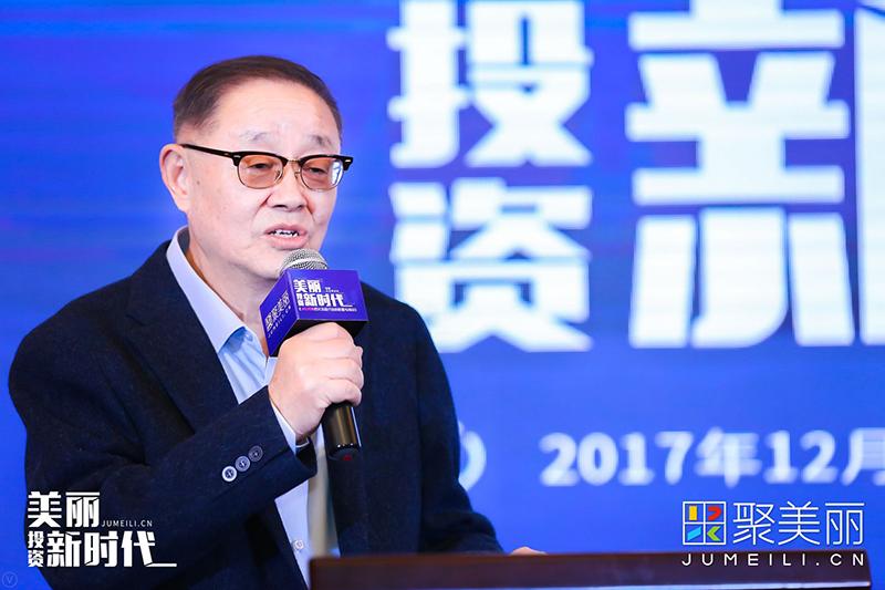 上海上海国际时尚联合会会长、铭耀资本合伙人葛文耀为此次活动致辞。葛老表示化妆品行业为什么引起资本市场关注,自身体会有两个特点:第一个化妆品这个市场由于人均消费水平很低;第二个品类的细分化。此外,葛老还表示接下来要讨论的是IPO的企业上市以后,这个市场的格局会有什么变化,收购兼并会有什么新的动向,另外讨论化妆品企业为什么要上市等一系列问题。