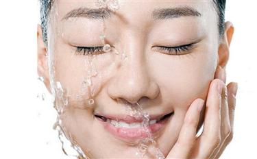【谣言粉碎机】搓出水珠的爆水霜可以PK墨菊巨补水吗?