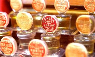 一位香水博主和调香师的对话:香水不只是鼻子