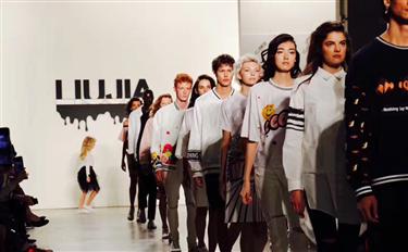 探秘纽约时装周 看时尚圈里的人都用哪些国产品牌?