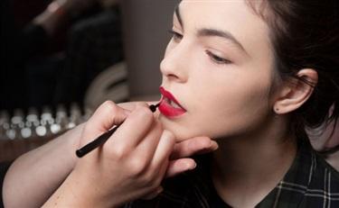 从年均购买3.3支口红,发掘线上彩妆市场的原动力