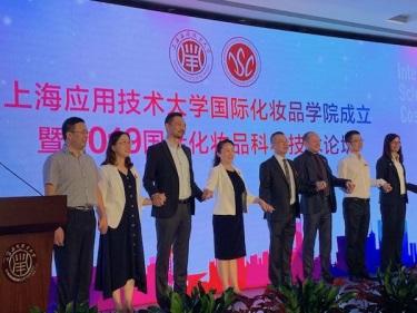 """首创国际化妆品学院,中国化妆品产业有望实现""""弯道超车""""?"""