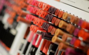 面部彩妆增长3成、眼部增幅超2成,还有一个品类翻番 | 3月彩妆数据